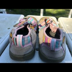 ce6c2d4c8620 Keen Shoes - Keen Girl s Multi-Color Hiking Sandals Size 3